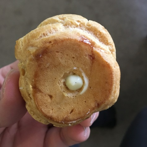 Filled cream puff, including vanilla spec cameo